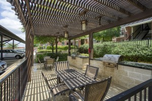 Three Bedroom Apartments for rent in San Antonio, TX - Pergola Grilling Area with Tables